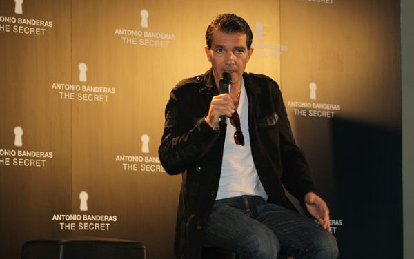 The Secret: Antonio Banderas confiesa su secreto de belleza a MujerGlobal