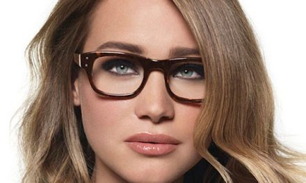 Bobbi Brown, trucos de maquillaje para mujeres con gafas