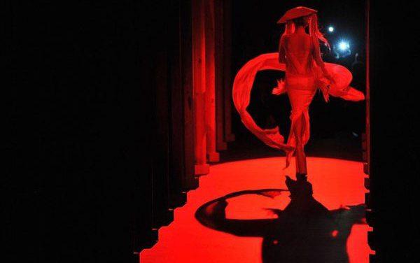 Lady Gaga desfila para Thierry Mugler