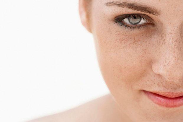 Manchas, falta de luminosidad, como cuidar la piel tras el verano