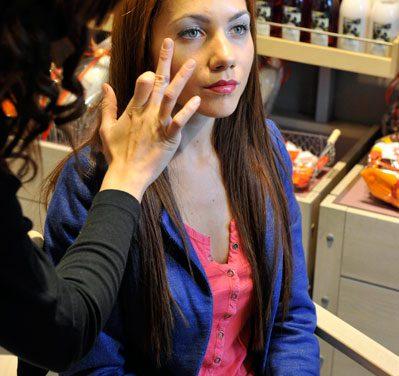 Yves Rocher: El 60% de las españolas se maquilla al menos una vez al día