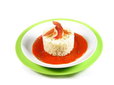 La receta del día: Arroz con salsa de tomate casera y jamón serrano
