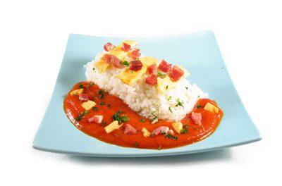 La receta del día: Arroz con salsa de tomate y tortilla francesa con jamón