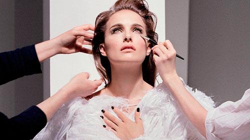 La primera base de maquillaje iluminadora sin brillos, Diorskin Star