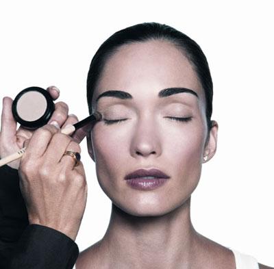 Bobbi Brown, la belleza en 10 pasos: Sombra de ojos (Paso VIII)