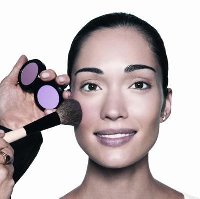Bobbi Brown, la belleza en 10 pasos: Colorete (Paso IV)