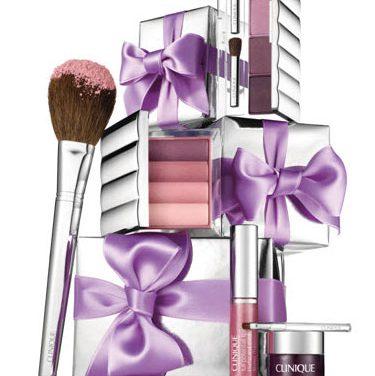 Clinique maquilla la navidad de morados y malvas