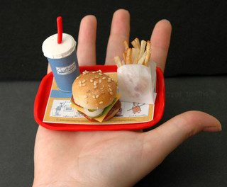 Ayunar de vez en cuando o comer menos ayuda a vivir más