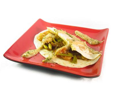 La receta del día: Crepes rellenos de ajetes y gambas salteadas con salsa de finas hierbas