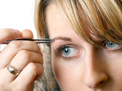 Como depilarte las cejas