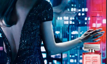 Elizabeth Arden lanza Red Door Aura