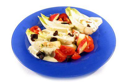 La receta del día: Endibias con brotes de soja y salsa roquefort