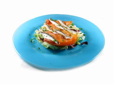 La receta del día: Ensalada de anchoas frescas con salmón ahumado