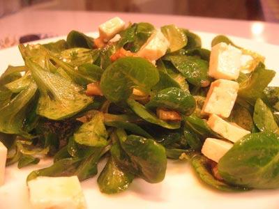 La receta del día: Ensalada de canónigos, queso y nueces