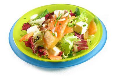 La receta del día: Ensalada con lechugas variadas, membrillo, salmón y queso