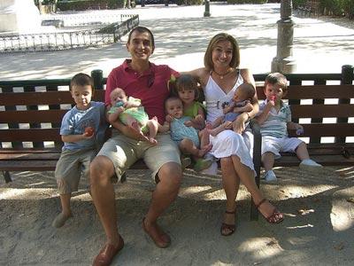 Los padres de familias numerosas tendrán cinco días más de permiso de paternidad
