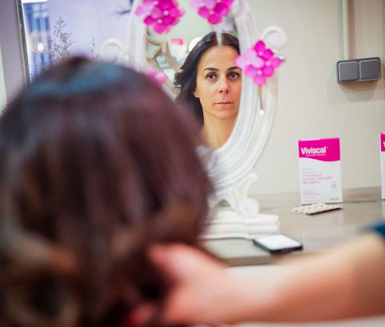 Las fibras voluminizadoras de Viviscal cubren las zonas más despobladas del cabello