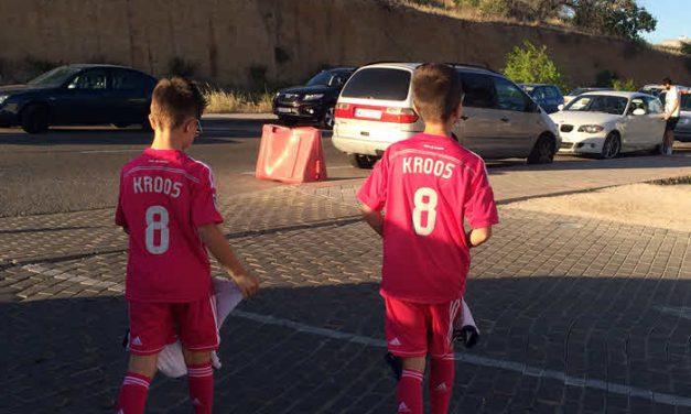 Iker Casillas deja a dos niños desolados