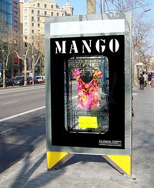 Mango expone en la calle