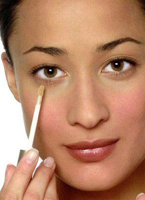 Primer paso de maquillaje: El corrector