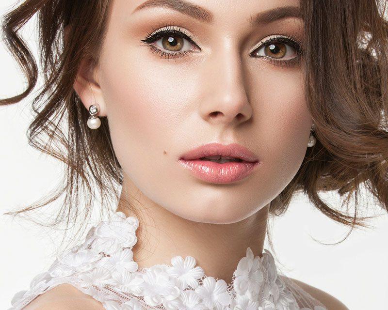 Maquillaje para boda, que productos no pueden faltar en tu bolso de invitada by Max Factor
