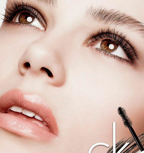 Maquillaje con CK ONE: máscara, corrector, prebase e iluminar y listo
