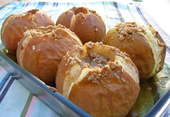 La receta del día: Manzanas con miel y crocanti de almendras al microondas