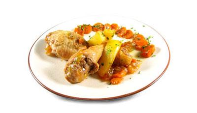 La receta del día: Muslitos de pollo en salsa de cebolla y zanahoria
