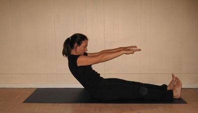 Pilates: Tonifica los abdominales y estira la espalda