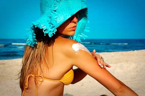 Las 5 razones por las que prevenir los daños solares y soluciones para no tener que curarlos