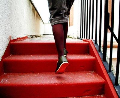 Sube escaleras y ejercita piernas y glúteos
