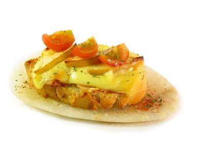 La receta del día: Tostada gratinada de cebolla con york y manzana