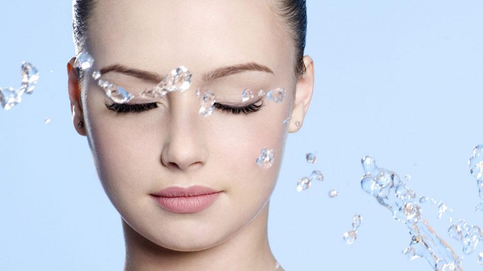 Hydra Bomb Protect, la bruma de Garnier que hidrata, protege y fija el maquillaje