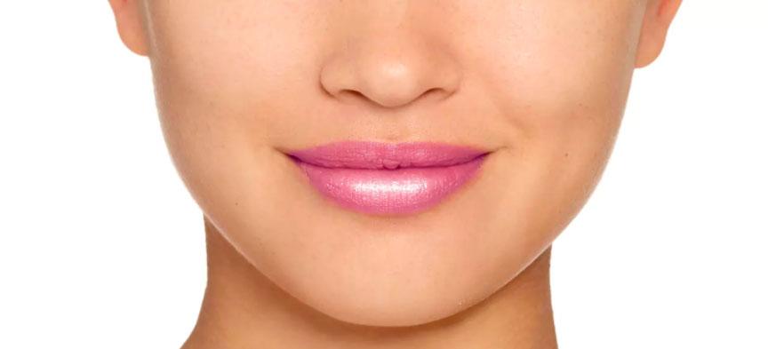 Labios con más volumen gracias al efecto del Gloss Chubby™ Plump & Shine de Clinique