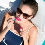 Clinique y el diseñador Jonathan Adler crean una colección de maquillaje de edición limitada para este verano