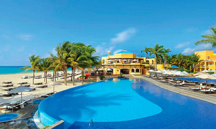 Hotel Royal Hideaway Playacar, porque el lujo del caribe también se puede vivir en la piscina