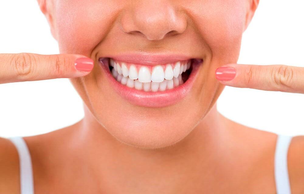 Tener una bonita sonrisa en una sola sesión, ahora es posible con la técnica de inyección de composite