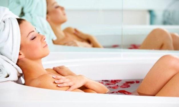 ¿Sabías que 10 ingredientes que tienes en tu cocina, benefician a la piel y favorecen la relajación al bañarse con ellos?