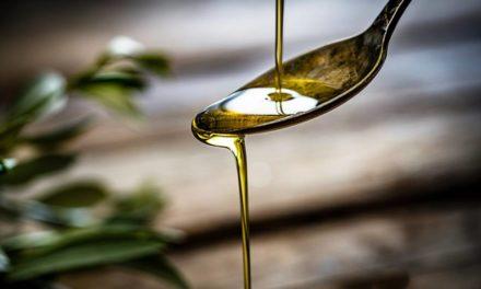 Aceite de cártamo: el ingrediente que tu piel va a agradecer y que está escondido en muchos productos de belleza